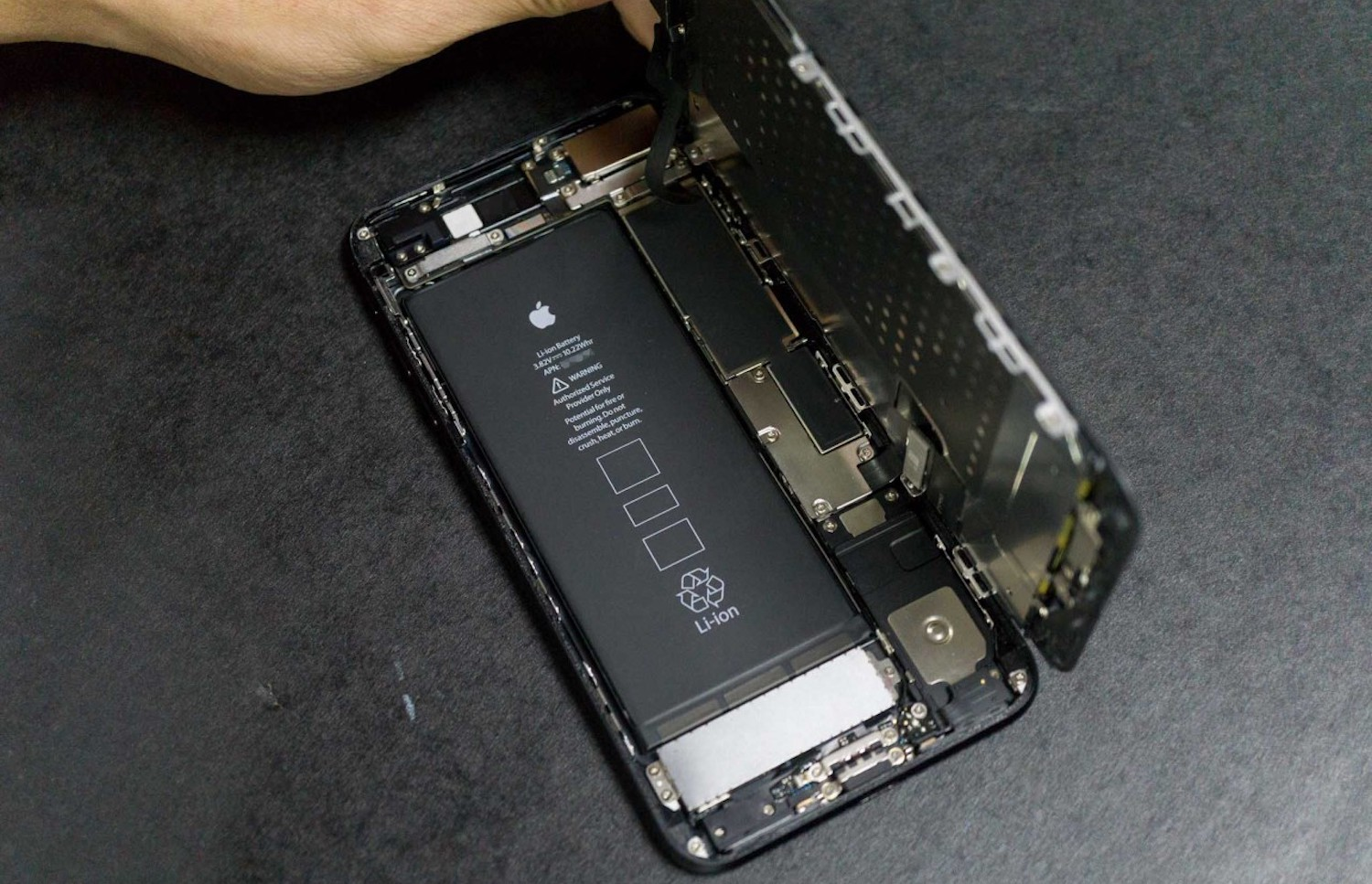Confirmed: the new iPhone 3 GB of RAM and record the battery