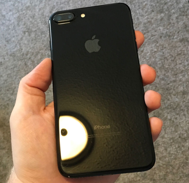 "What happened to the iPhone 7 Plus in the color ""black onyx"" in a week after using no cover [photo]"