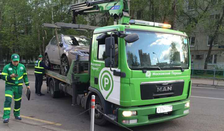 A smartphone app will alert motorists of the approach of the tow truck