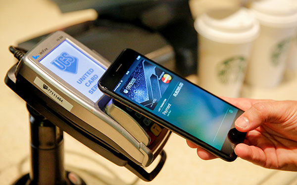Russian banks called average check users Apple Pay and Samsung Pay