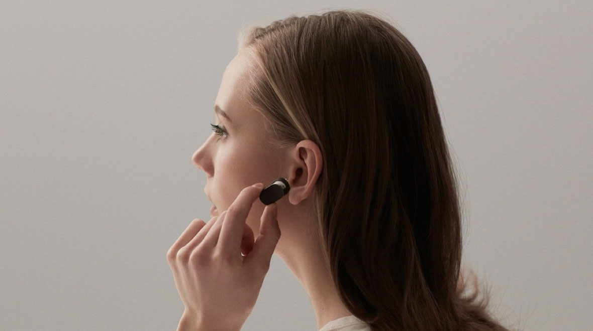 "In Russia will start selling ""smart"" wireless headset Sony Xperia Ear"