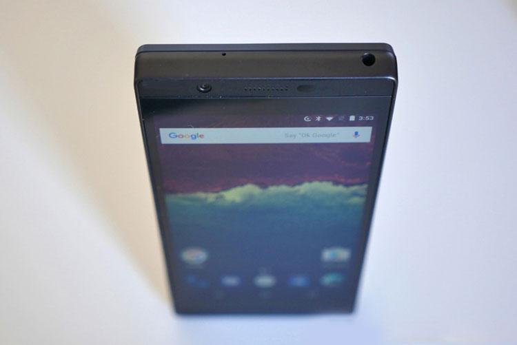 "Canceled modular smartphone Google Project Ara showed on the ""live"" photo"