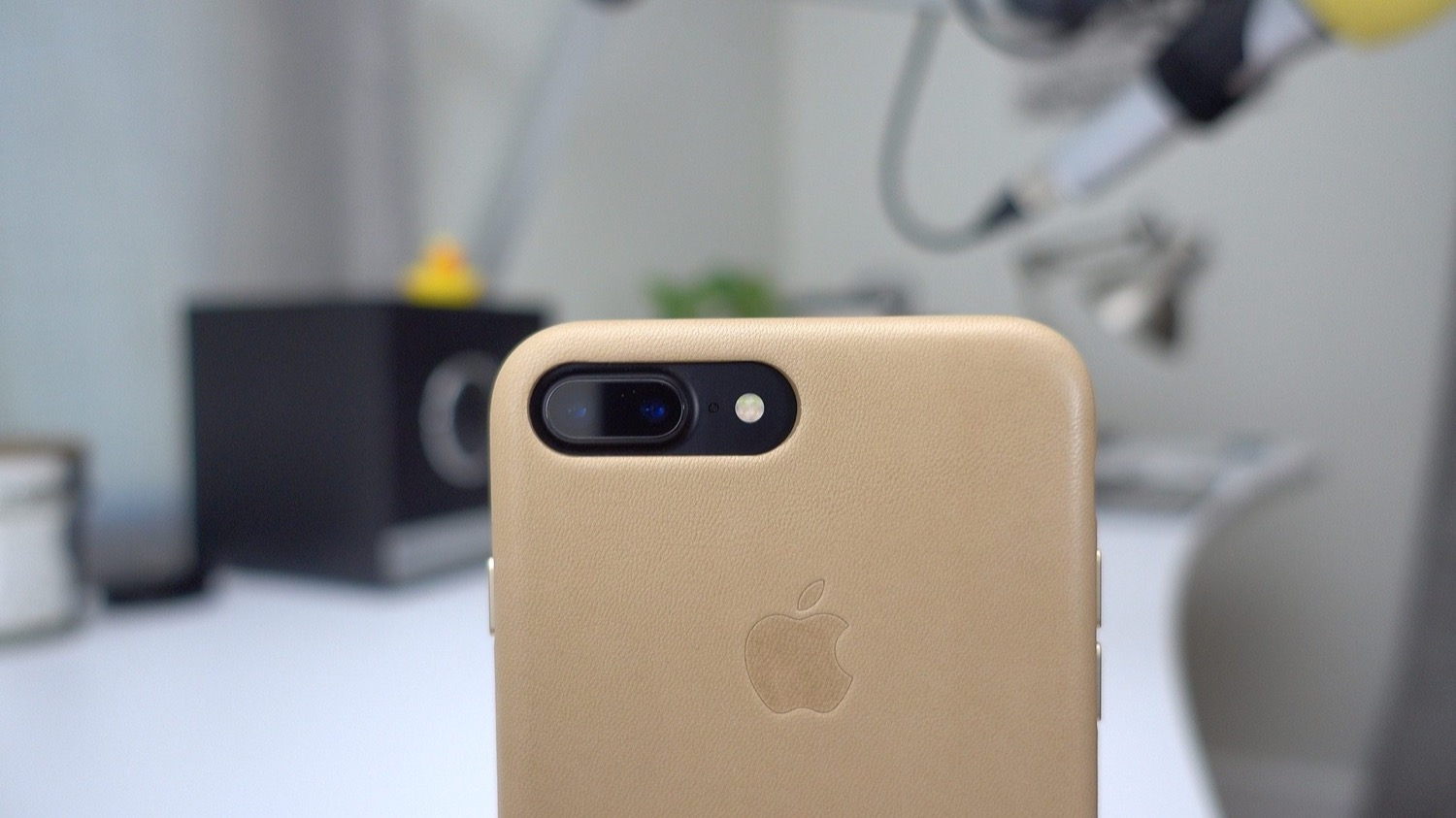 Apple got 103,6% of the profits in the smartphone market