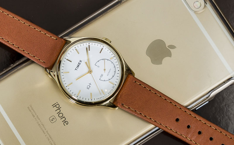 Analog smart watch Timex IQ+ Move do not require charging [video]