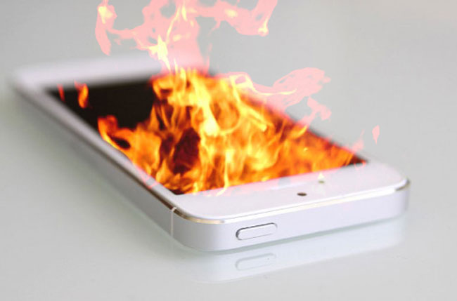 The girl in Kazakhstan exploded iPhone 5s: annealed 30% of the body burned the laptop and bed