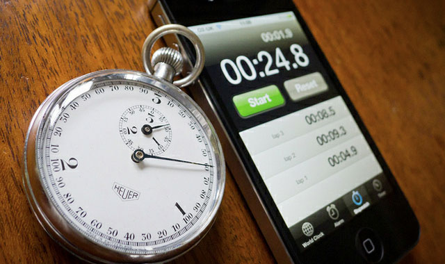 The Aussie waited for 416 days to discover what will show the stopwatch iPod after 9999 hours [video]