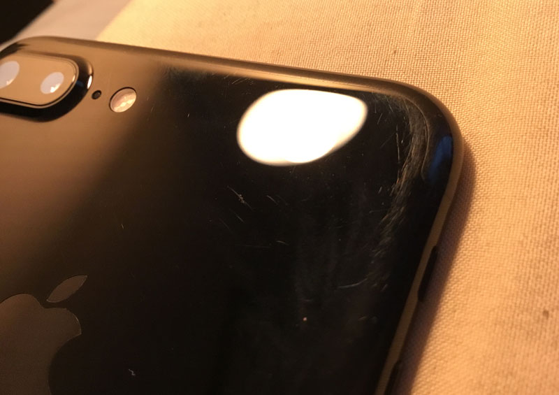 "How does the iPhone 7 Plus in the color ""black onyx"" after three months of use without a cover [photo]"