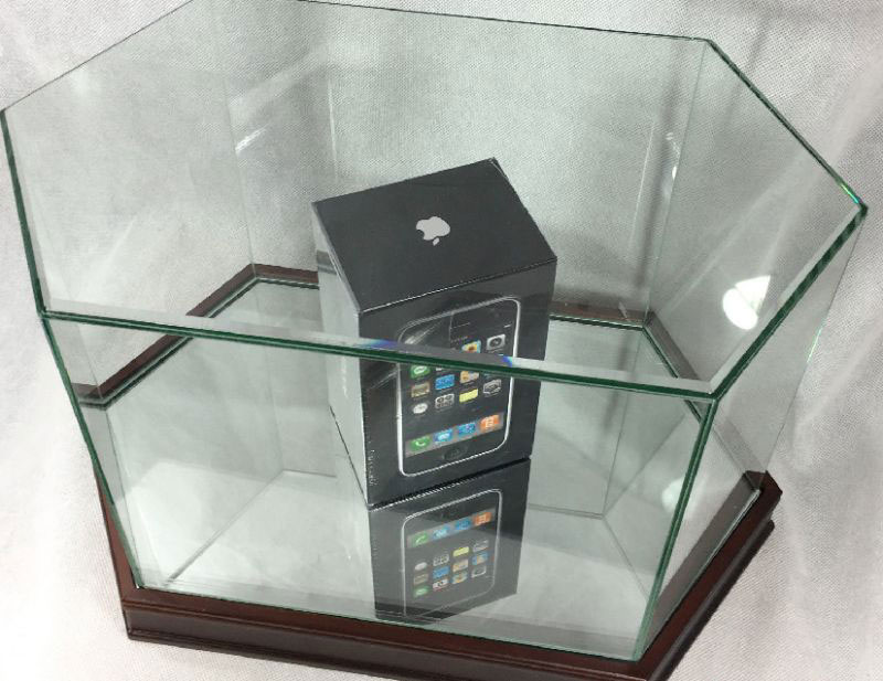 On eBay put a sealed first-generation iPhone for 1.2 million rubles