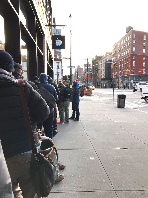Photo: AirPods headphones sales started with long lines