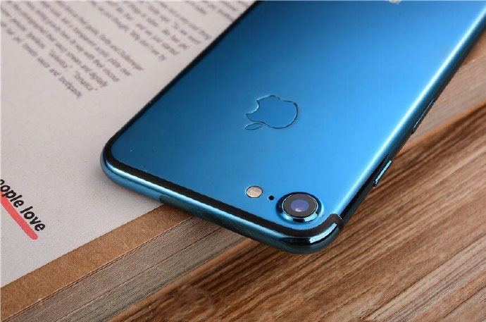 In the Network appeared photos of the iPhone 7 in the new color Blue Shade