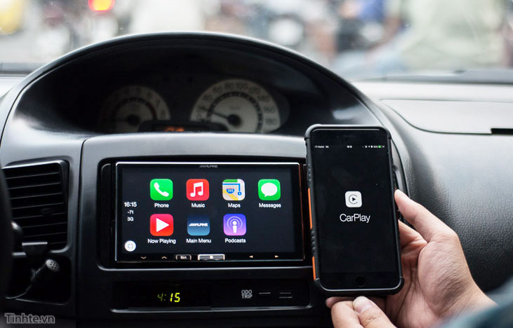 Alpine has released the first in-car multimedia system with support for wireless CarPlay