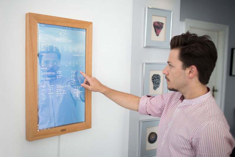 """Appeared in the sale of """"smart"""" household mirror Windows 10 [video]"""