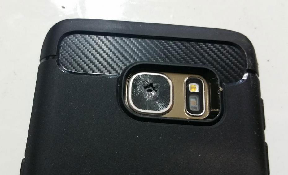 Owners of the Samsung Galaxy S7 complain of cracking glass main camera [photo]