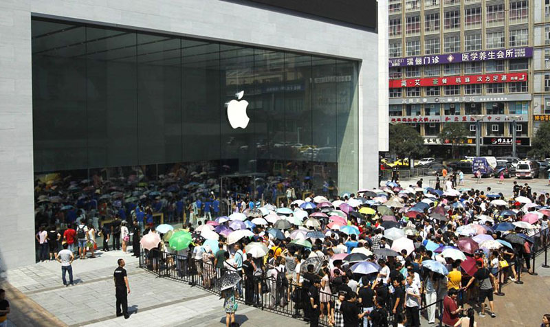 Apple has announced plans to open its first retail store at home Samsung