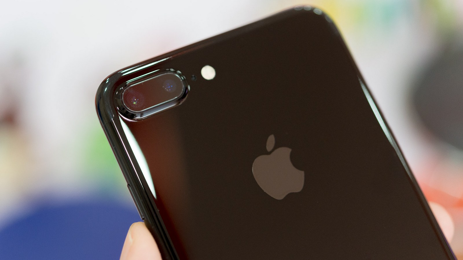 """How does the iPhone 7 Plus in the color """"black onyx"""" in 2 months without a case"""