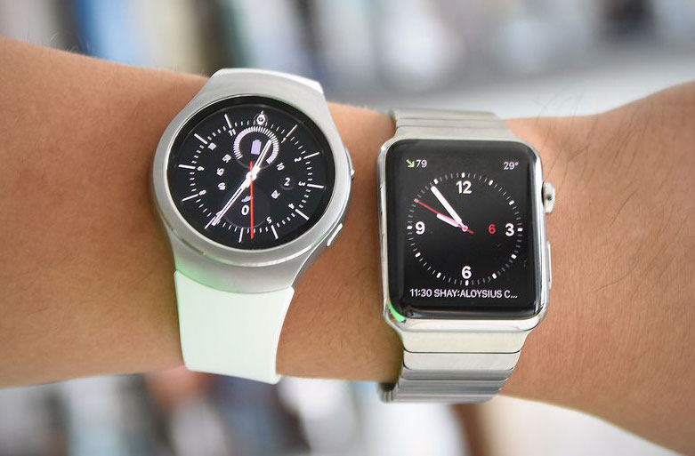 """The Apple Watch is several times more popular than """"smart"""" watches Samsung"""