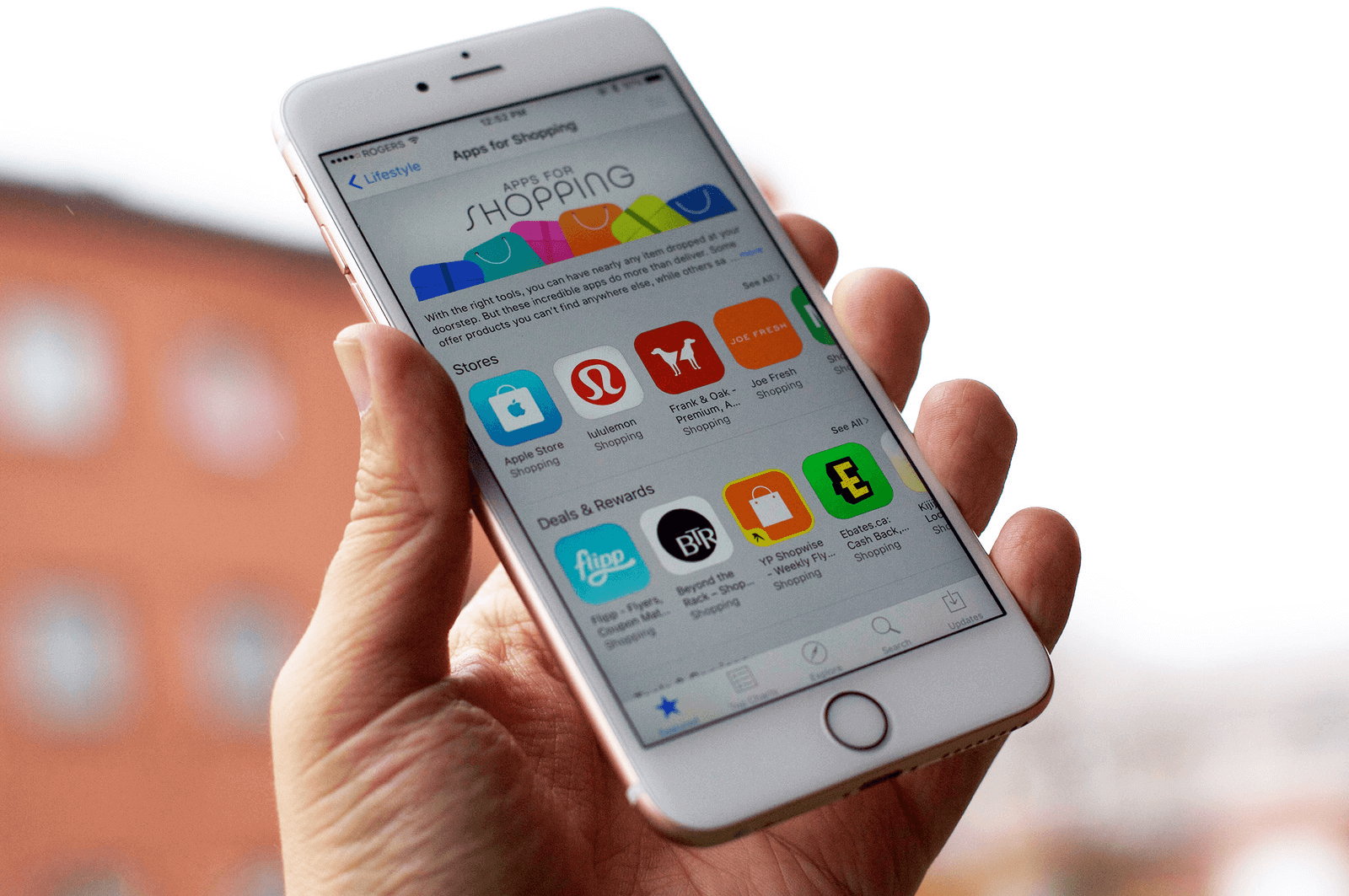 How much Apple earns on the App Store