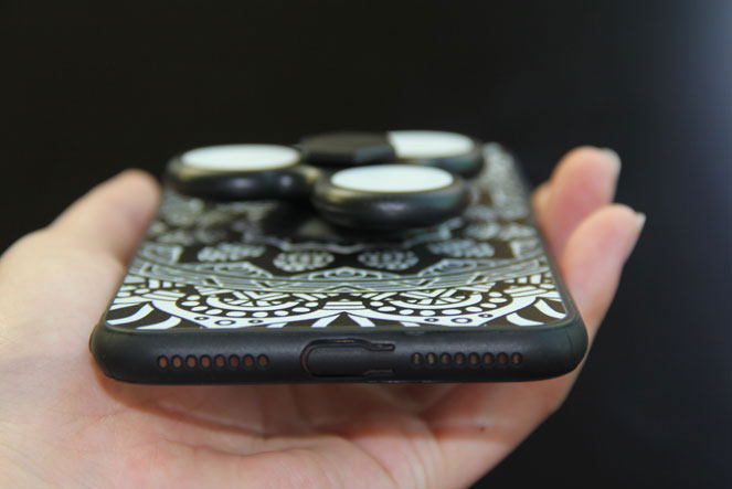 "The British introduced the ""anti-stress"" case for iPhone with built-in spinner"