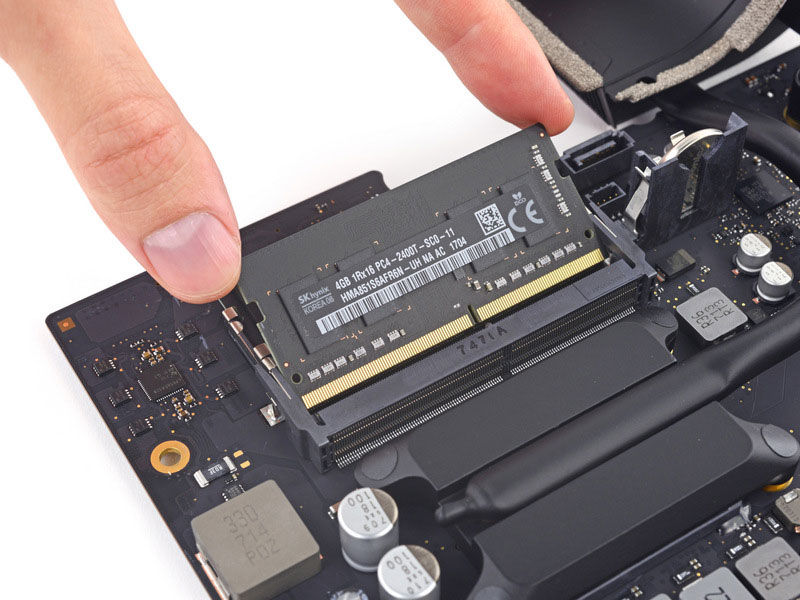 Disassembly of the new 21.5-inch iMac revealed the presence of a removable CPU and RAM