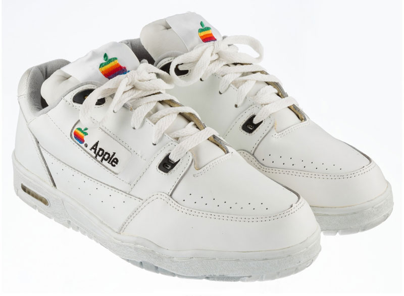 Sneakers with the Apple logo put on eBay for 850 000 rubles