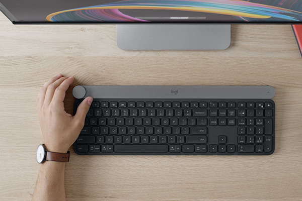 Logitech introduced the keyboard of the Craft and dynamics MX Sound