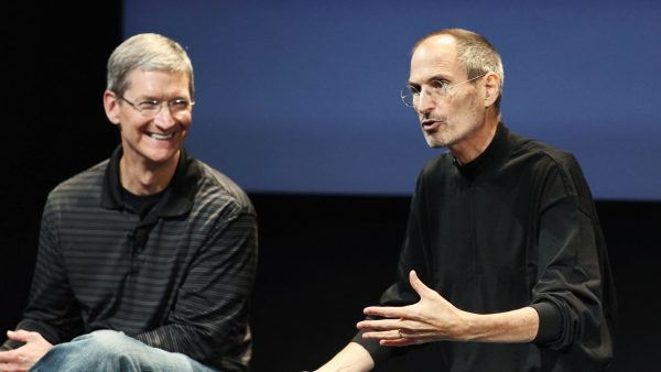 What is the difference between the presentations of Steve jobs and Tim cook