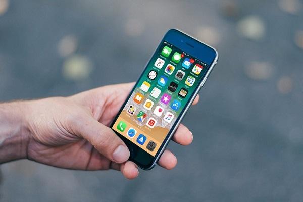 iOS vs iOS 11.2 11.0.3 beta 1: speed comparison [video]