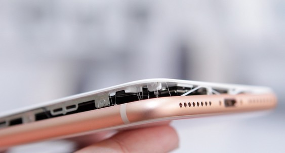 Battery iPhone 8 Plus swells during charging