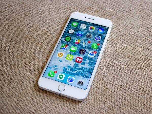 11 reasons to buy the iPhone 6S instead of the iPhone 8 or iPhone X