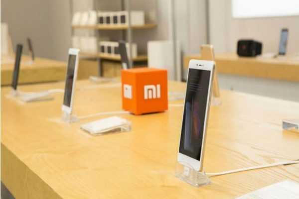 Smartphones Xiaomi overtook online sales iPhone