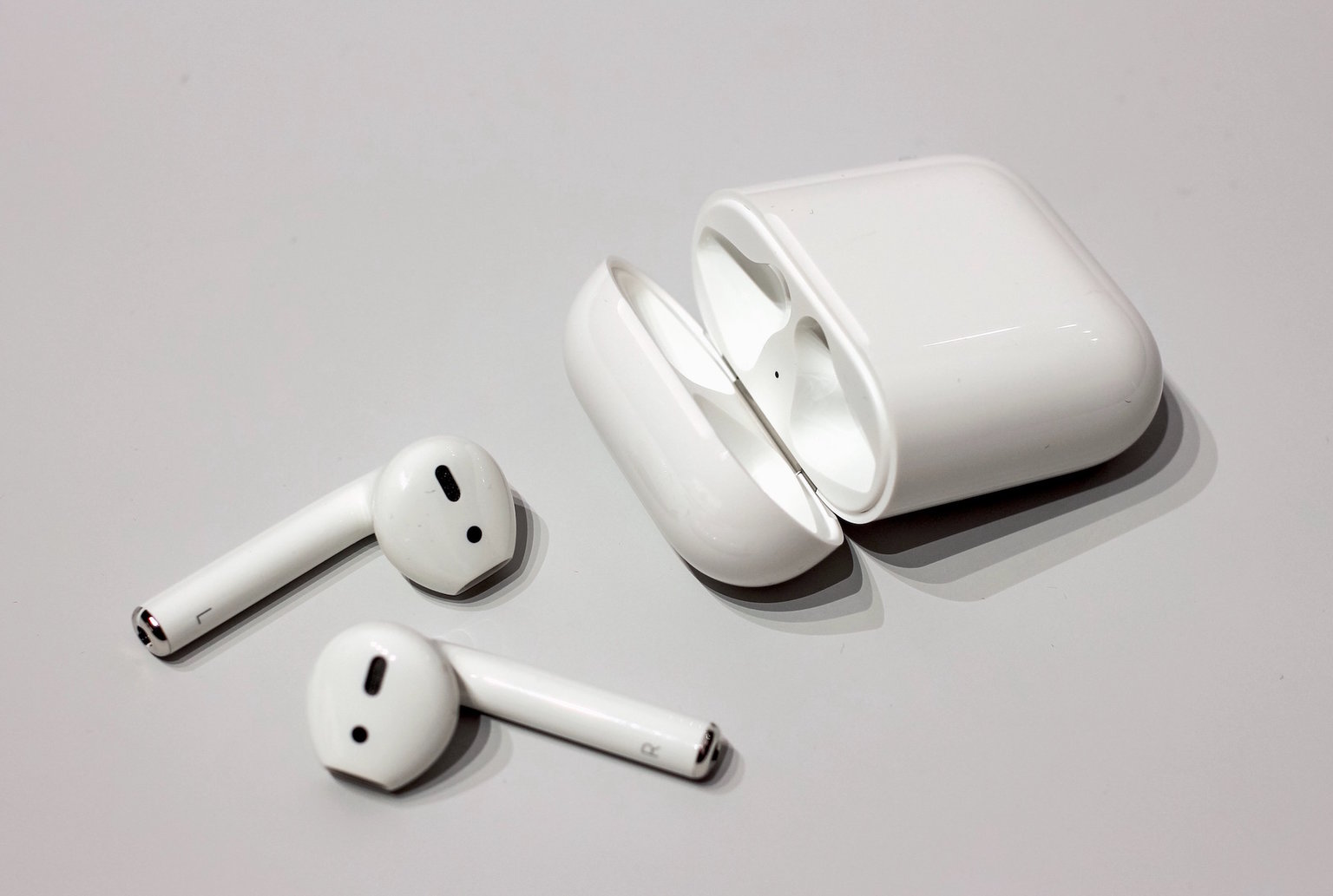 4 reasons why the EarPods are still better AirPods