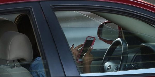 A new feature of the iPhone will help to deal with talking while driving