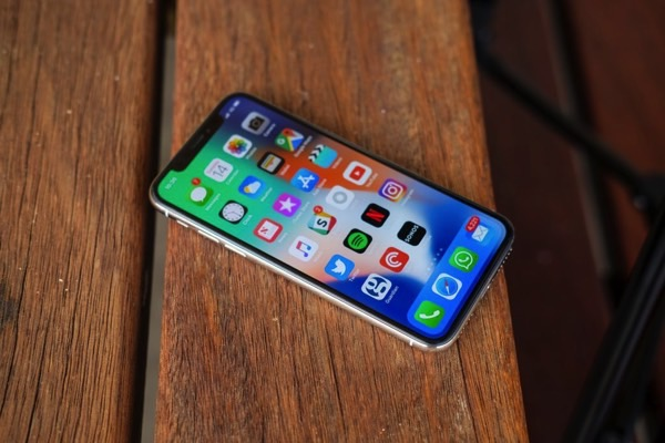 Apple is trying to negotiate with Samsung about discounts on OLED displays