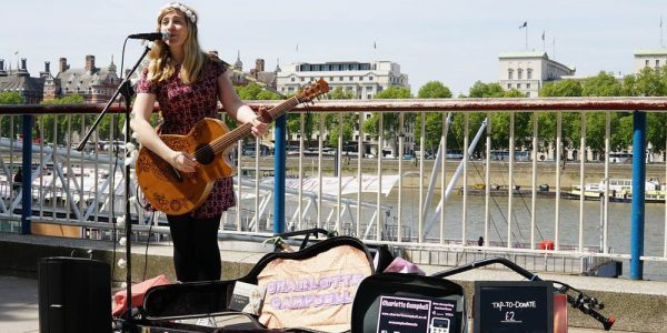 Street musicians of London now accept Apple Pay