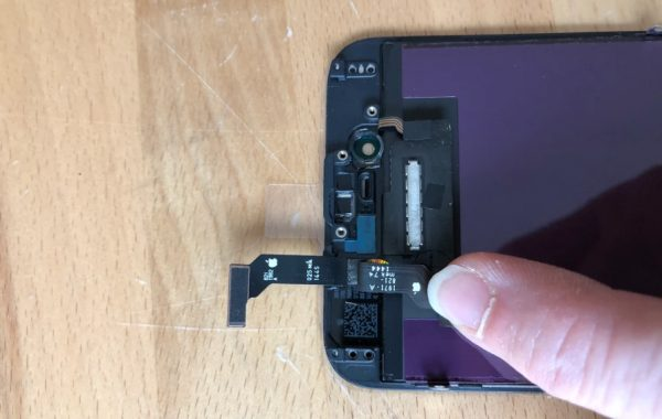 U.S. customs seized the screens which intended for iPhone repair