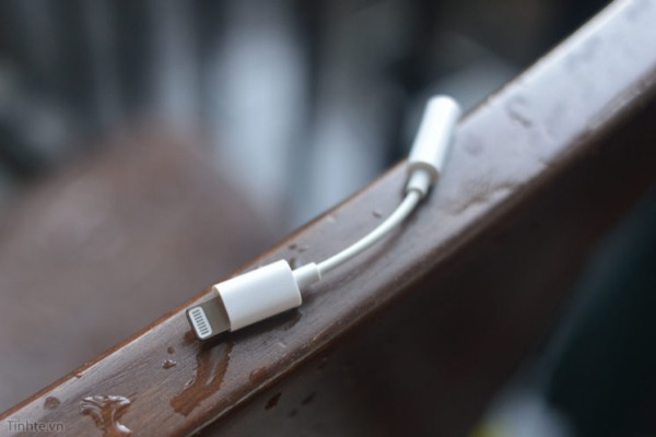 According to rumors, Apple will cease to put the Lightning adapter with 3.5 mm port supplied with iPhone