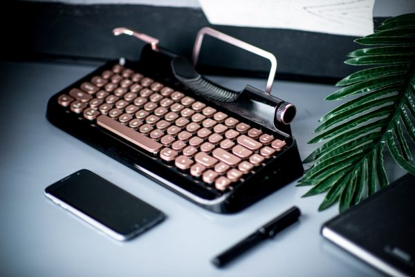 KnewKey — mechanical retro keyboard for Mac and iPad