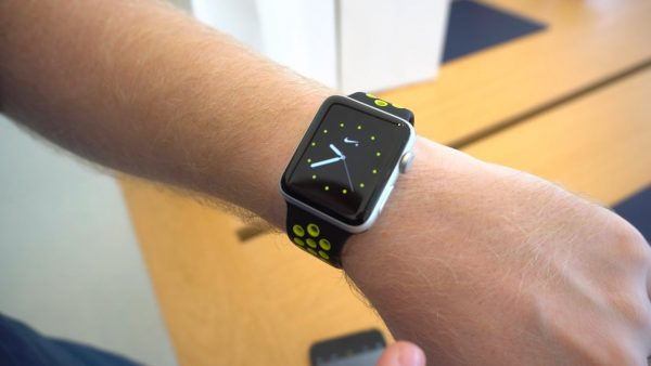 The Apple Watch will be able to constantly display the time