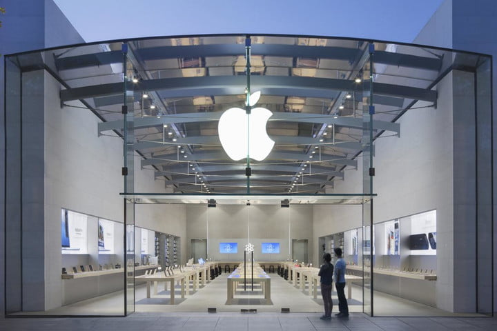 California police have arrested 17 suspects in the robbery of the Apple Store across the state