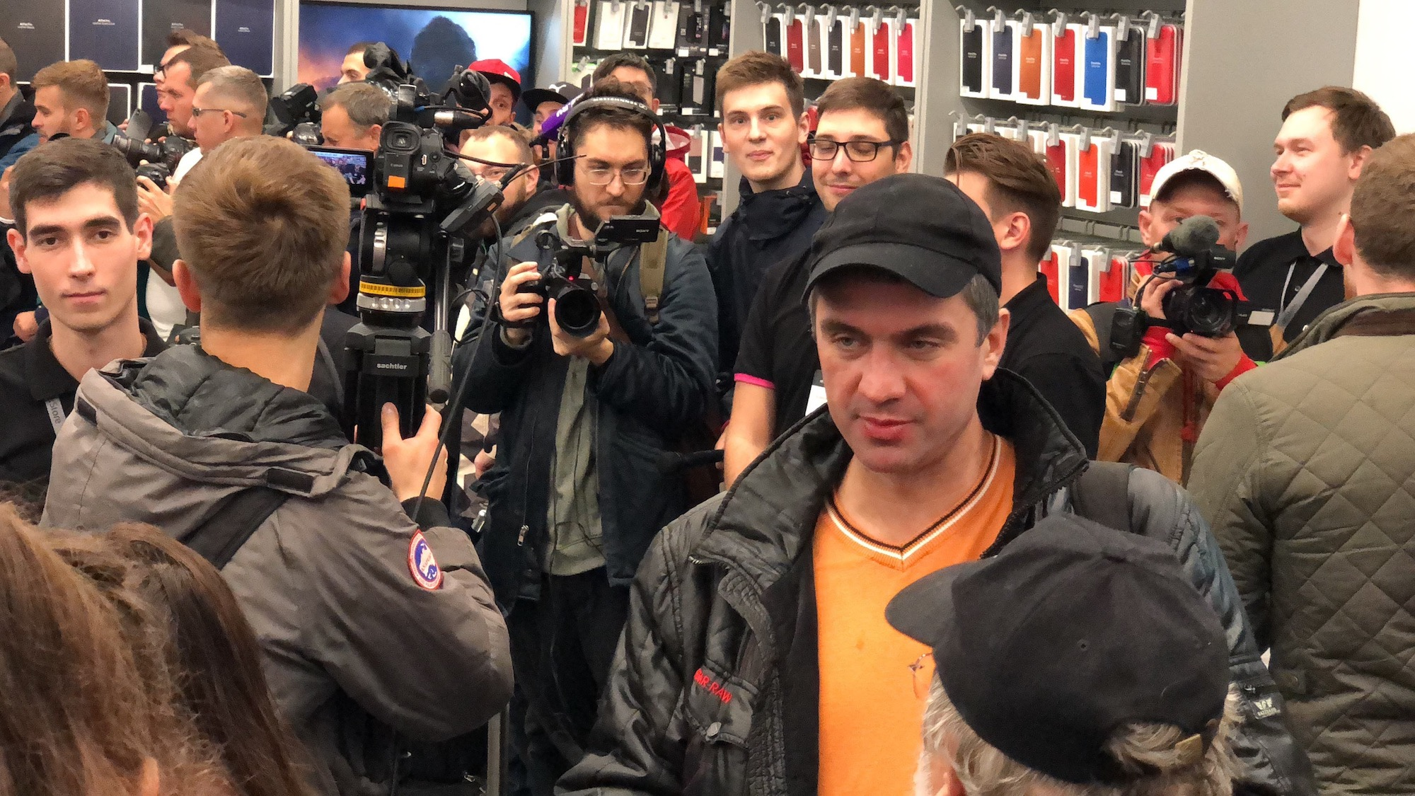 How was the first day of sales of the new iPhones in Russia