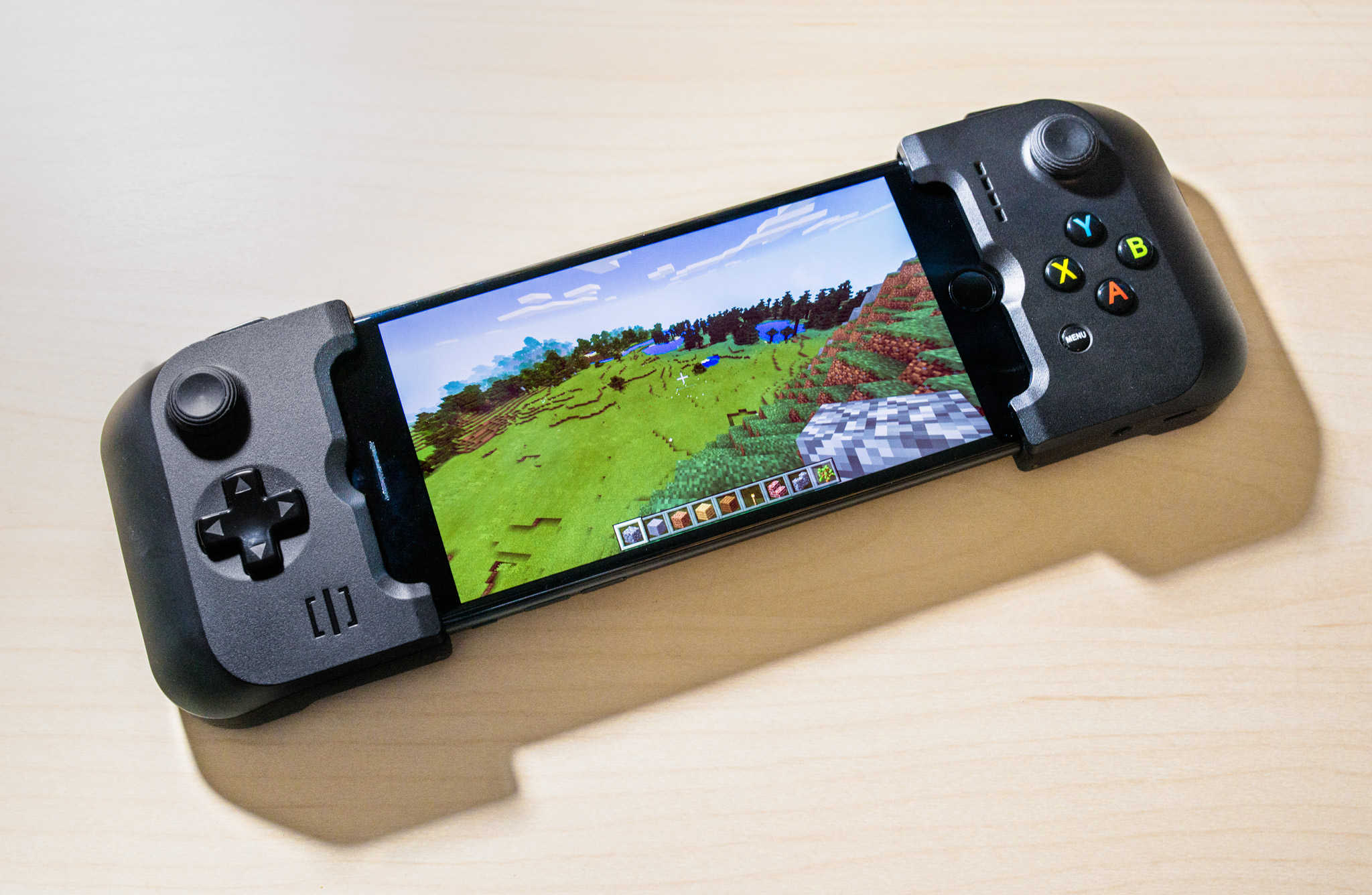 Top 5 gamepads for iOS devices to become the best player in Fortnite