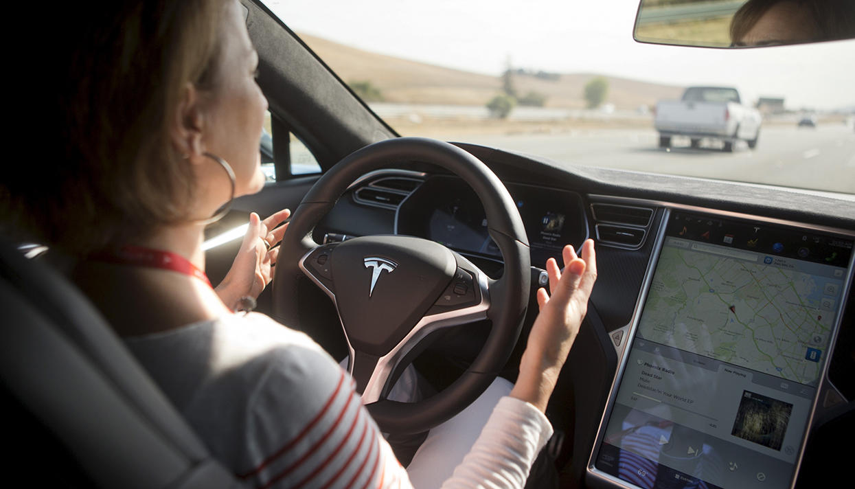 Tesla lost Cadillac in the test system for unmanned driving