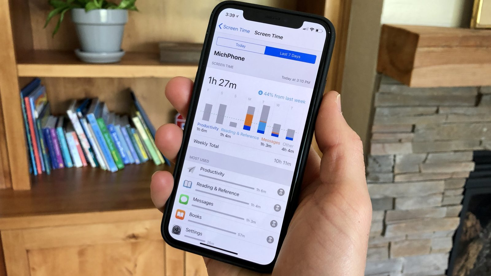 Users found out that one of the key features of iOS 12 will negatively affect the autonomy of the iPhone