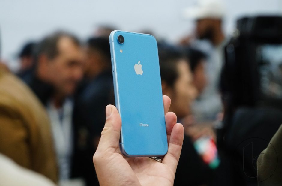 Apple shares are falling because of low demand for iPhone XR