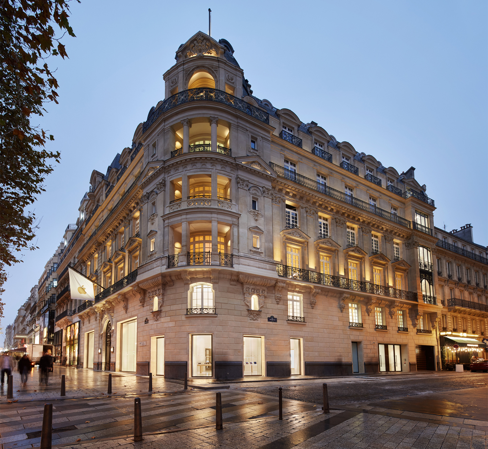 The opening of the new Apple store in France will be held on November 18