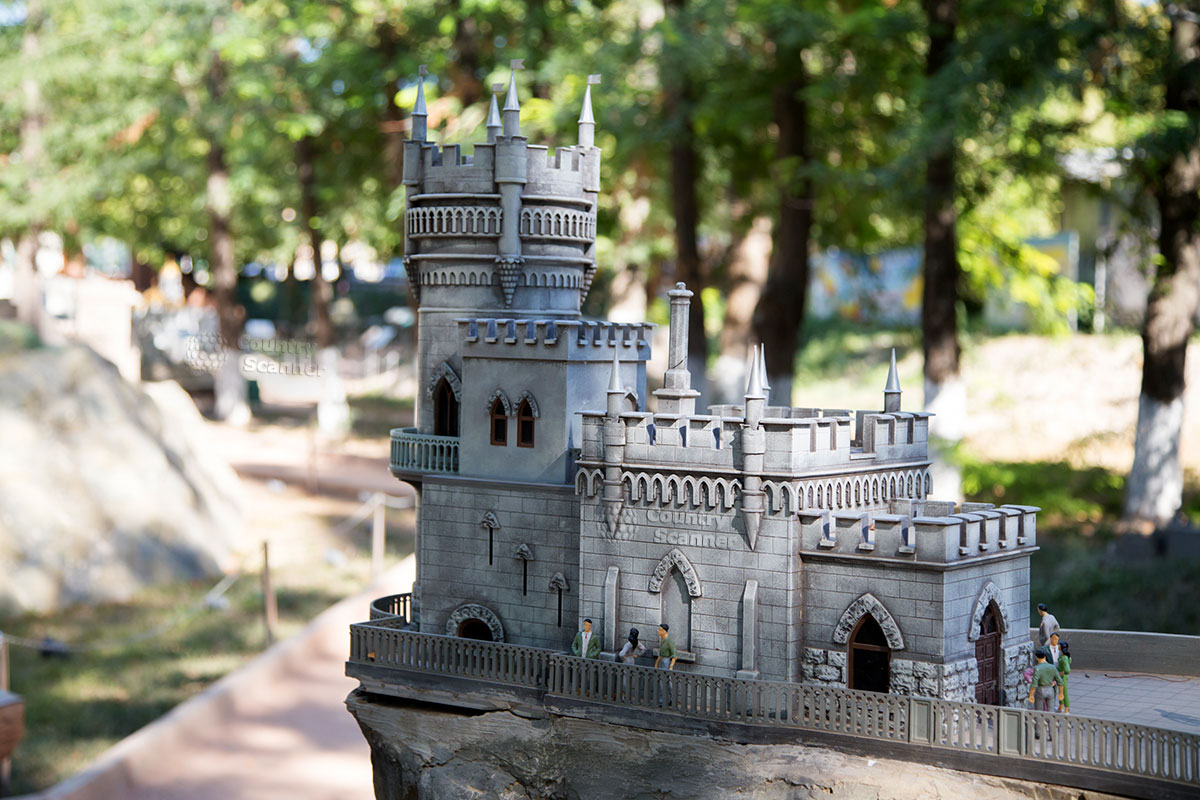 """Application Kaliningrad miniature Park can block because of the """"Swallow's nest"""""""