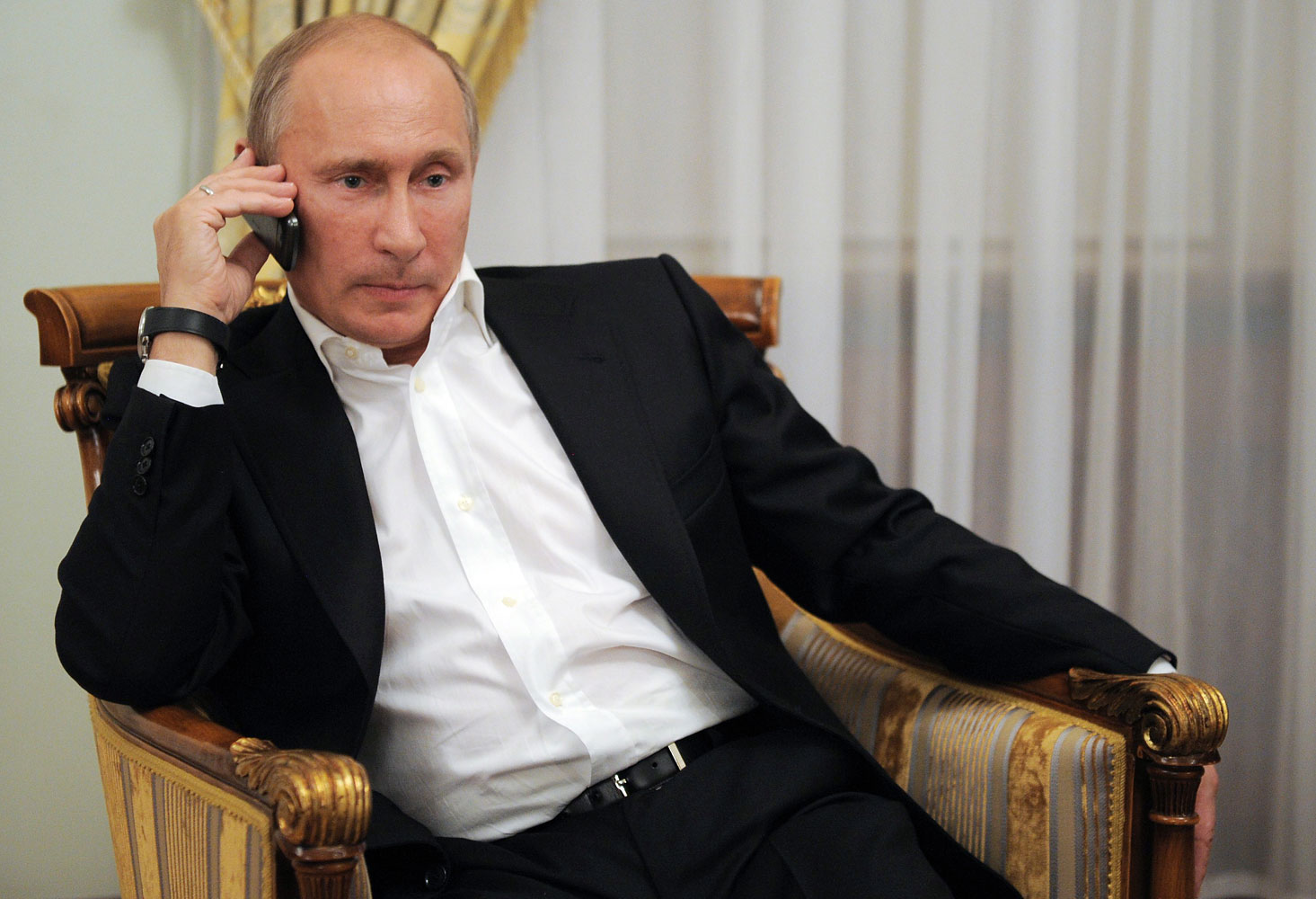 Why Putin does not use mobile phone