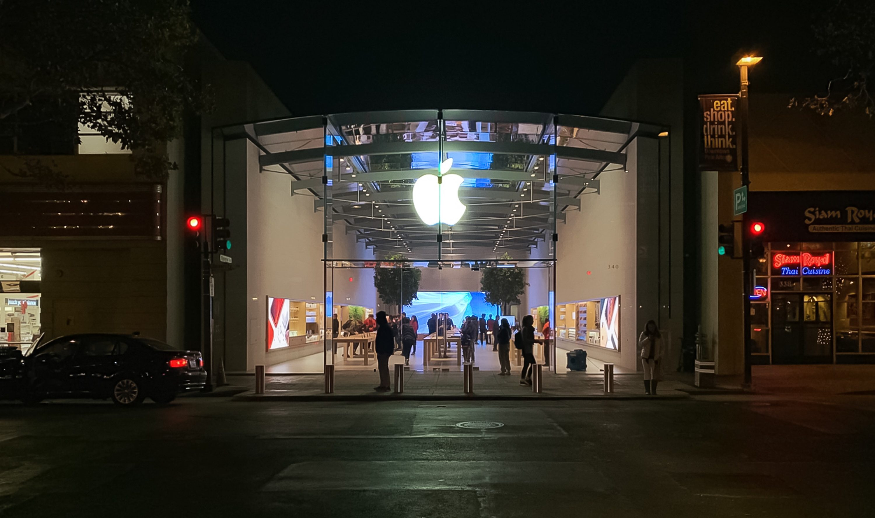 "Apple faced the ""informal boycott"" by consumers in China"