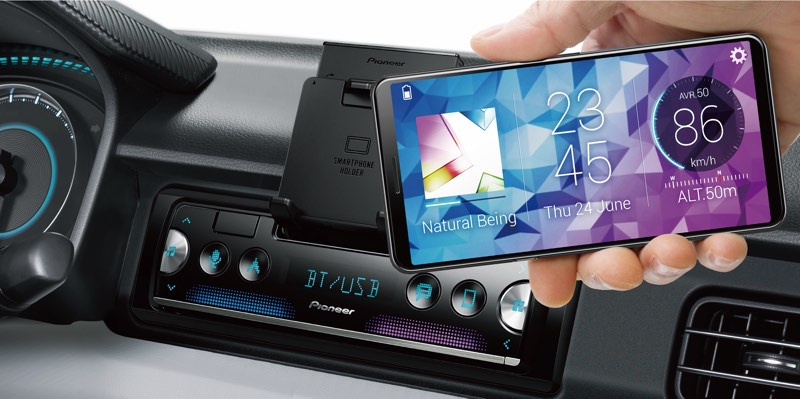 New media receiver for Pioneer car uses iPhone as the display